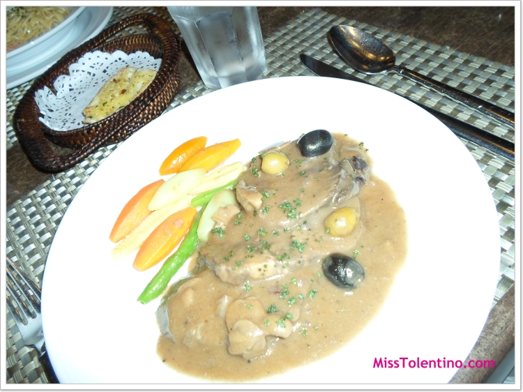 Lengua Estufado by Lorenzo's... Super comfort food... oooh  my gulay...