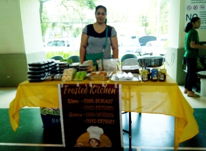Going stag, Sheena of Frosted Kitchen manned her table like a pro!