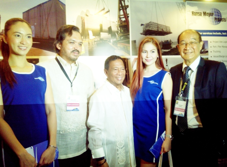 Vice President Jejomar Binay together with (L-R) Chamber of Mines Philippines (COMP) President Philip Benjamin Romualdez and COMP Chairman, Prof. Artemio Desini